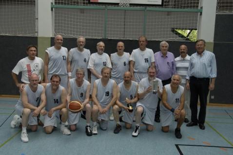 1. Oldenburger TB mit Helmut Keil, Torsten Rasch (Stadt Darmstadt), Rüdiger Grimm ( Sprecher Ü60 vom BC Darmstadt)